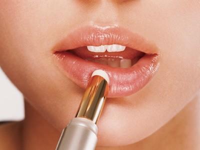 Лечебные бальзамы для лечения обветренных губ из Франции